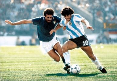 Claudio Gentile marca Diego Maradona